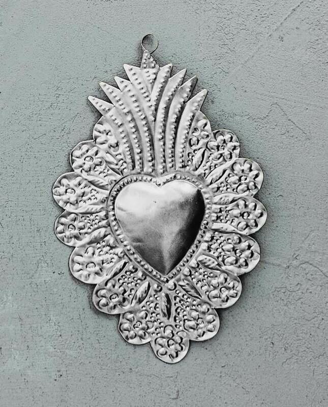Ex Voto Milagros Coeur sacré Couronne Fleur métal argent