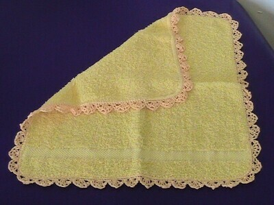 Yellow face cloth with crocheted edging