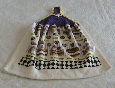 Hanging hand towel - Cake theme - Crochet in purple with yellow trim