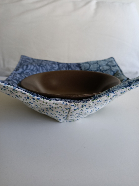 Blue & White Bowl Potholder, reversible (does not include bowl) (ref # 174)