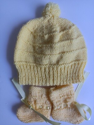 Yellow Beanie & Booties - Suit ages 0 to 3 months (ref # 206)