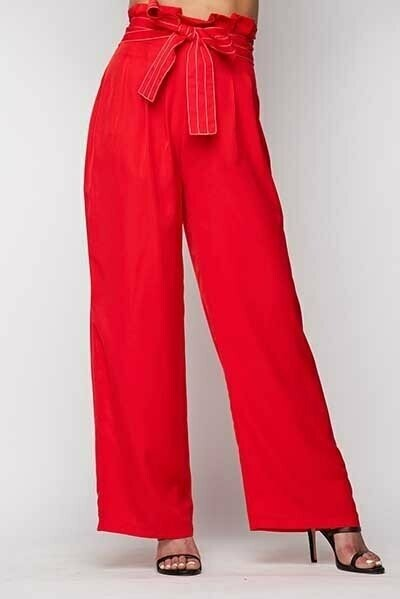 Classy Paperbag high waist trousers with contrast stitching, belt, side pockets and hidden back zipper.