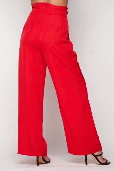 Paperbag high waist trousers with contrast stitching, belt, side pockets and hidden back zipper.