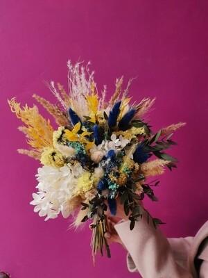 Букет из сухоцветов с гортензией