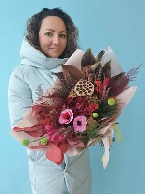 Букет из сухоцветов и стабилизированных растений очарование