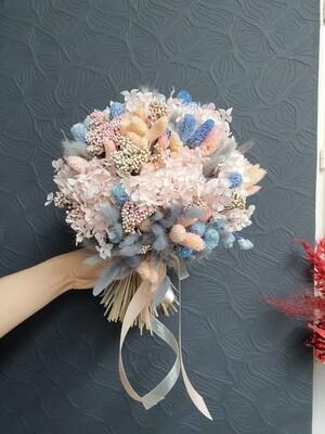 Букет из сухоцветов и стабилизированных цветов светлые мечты