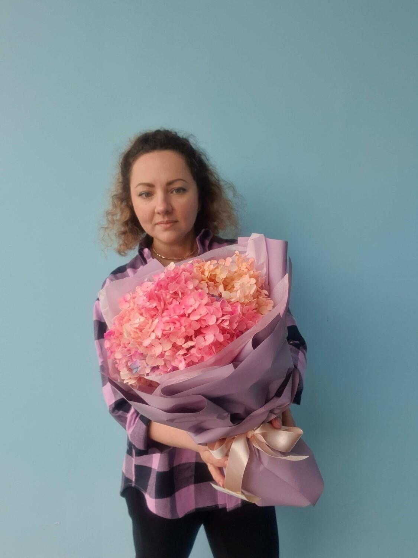 Букет из розовой стабилизированной гортензии