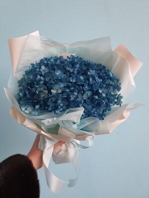 Букет из стабилизированной гортензии синий неувядающий