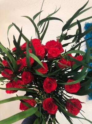 Букет из неувядающих красных роз с эвкалипом (27шт)