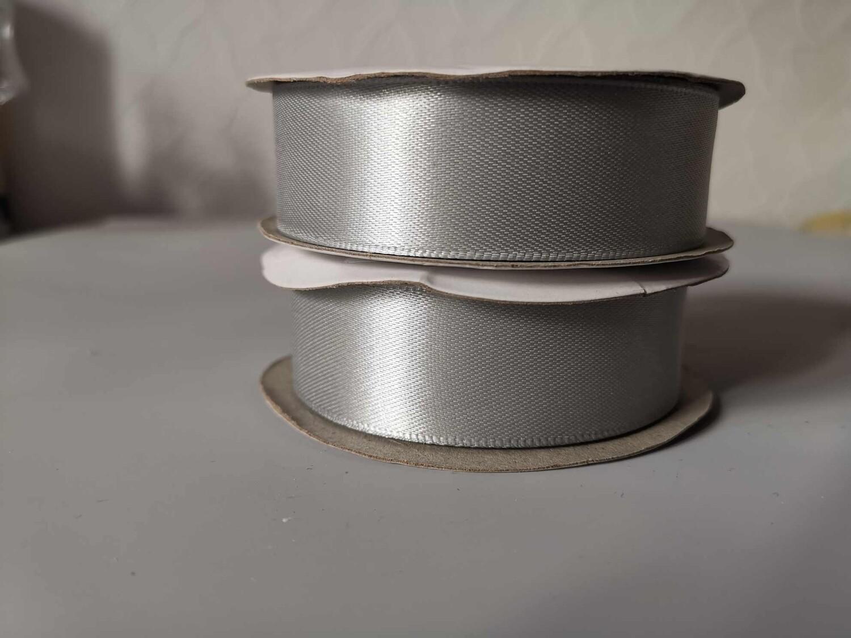 Лента атласная серебряная 2,5см*22,8м