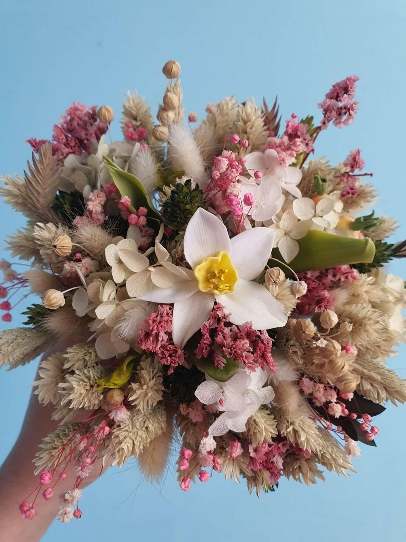 Композиция из сухоцветов и цветов ручной работы Сад