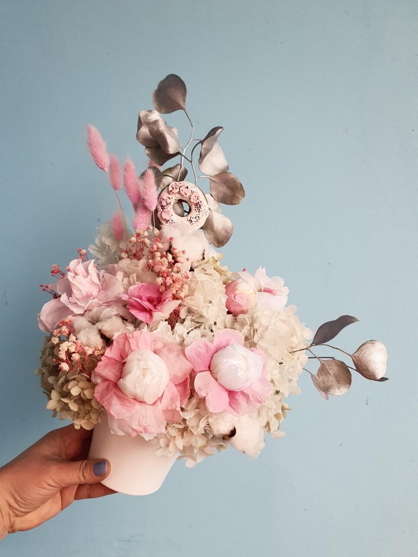 Интерьерная композиция в розовых оттенках
