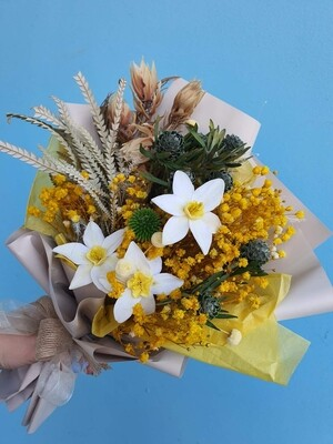Bouquet sping with daffodils