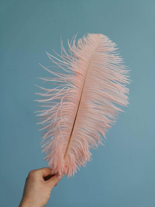 Перо страуса персиковое 30см