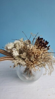 Bouquet of dried flowers with Protea