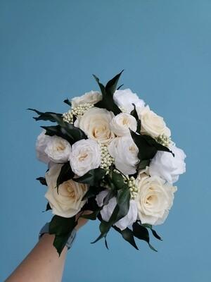 Букет из роз бело-кремовый