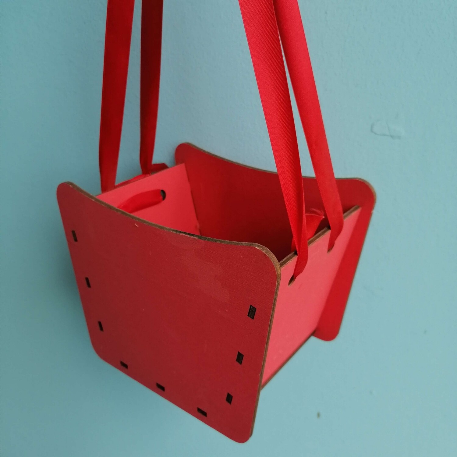 Pot red with satin ribbons Н14 * 17 * 12