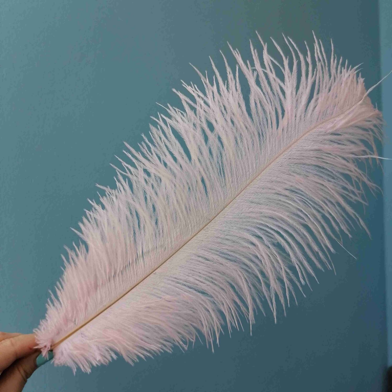 Перо страуса розовое светлое 30см