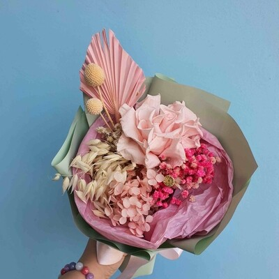 Bouquet compliment of stabilized flowers Rose