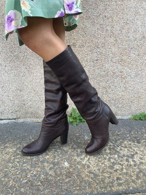 Vintage Leather Sloutchy Boots  size 39 in Dark Browm