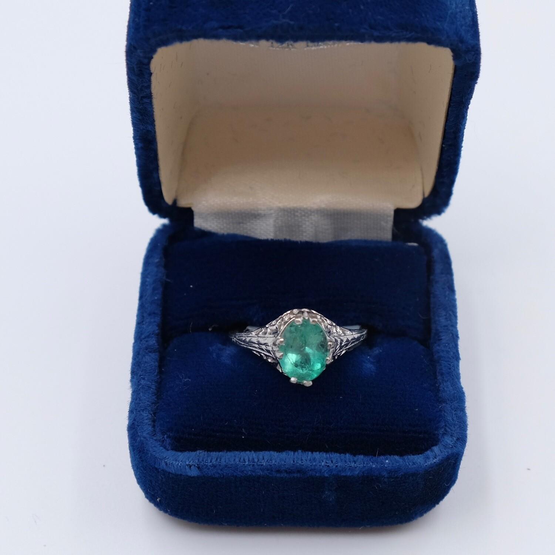Antique Platinum Ring with Emerald