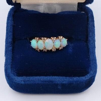 Vintage 18K Opals Ring