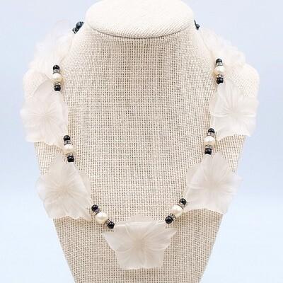 Plastic vintage necklace 1970s unsigned