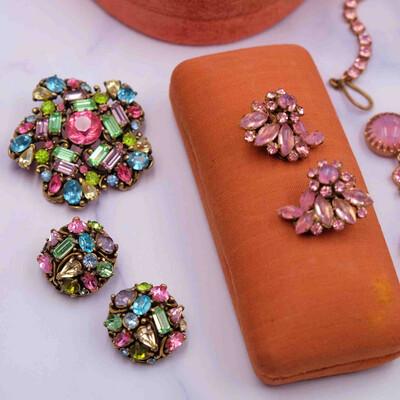 Vintage Hollycraft Multicolor Set Brooch and Earrings 1950s