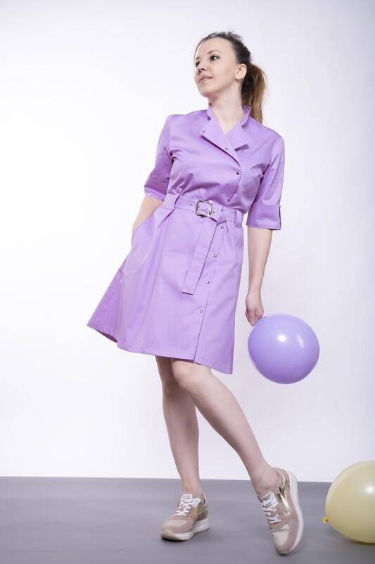 Платье из вискозы расклешенное с отложным воротником и с поясом