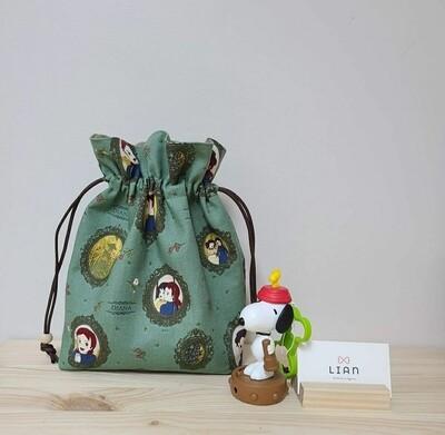 String pouch _ Green Anne