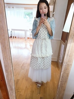 Blooming apron _ blue floral