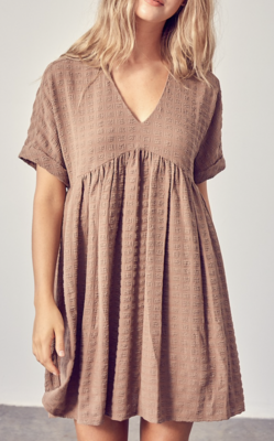 Toss On & Go Textured Baby Doll Dress in Mocha
