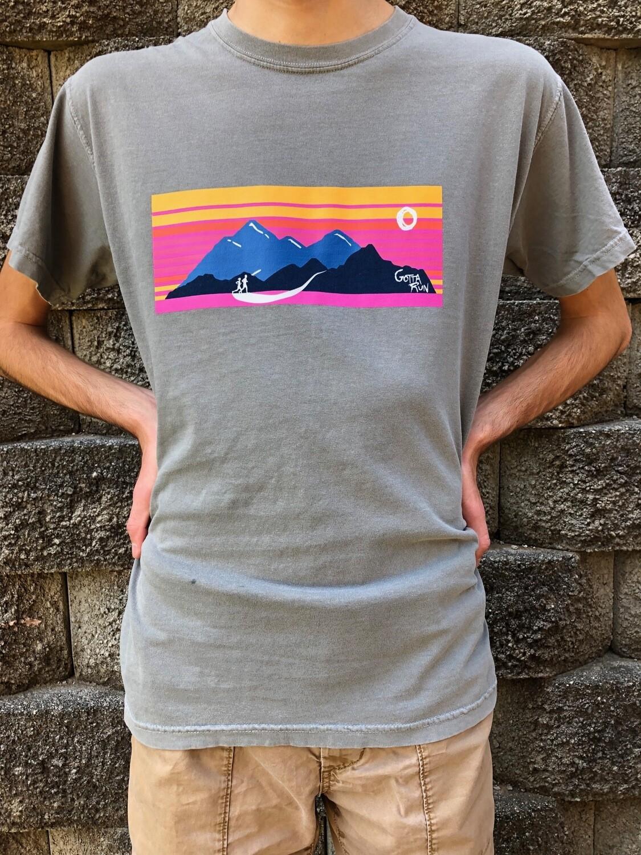 Gotta Run Lifestyle Mountain Sunset Comfort Color 100% cotton T-shirt - Grey Size Large