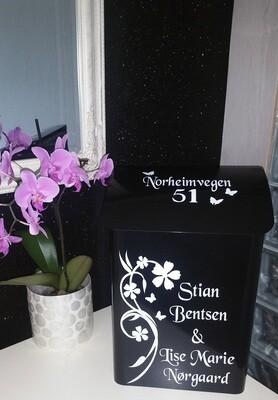 Nr 01. Postkasse med motiv Blomst.