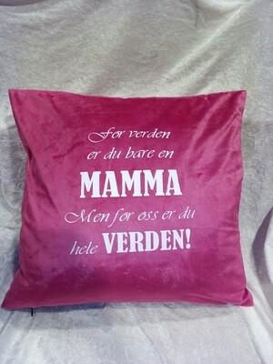 Rosa Mamma velour pute inkl dun fyll, fås i flere farger.