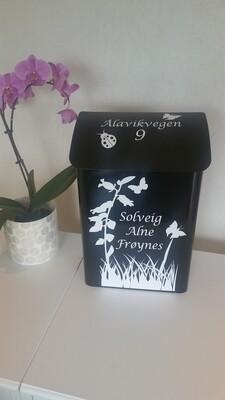 Nr 20. Postkasse med motiv Blomstereng.