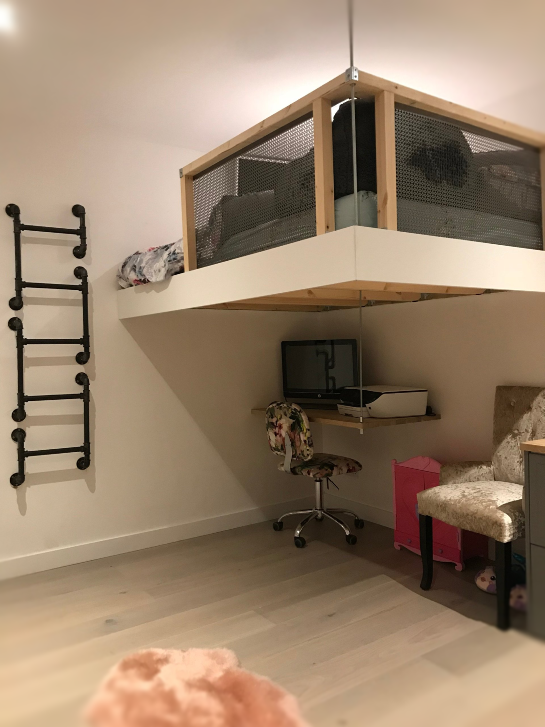 Wall Mounted Pipe Ladder