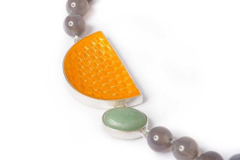 Indicator, quartz and chalcedony necklace