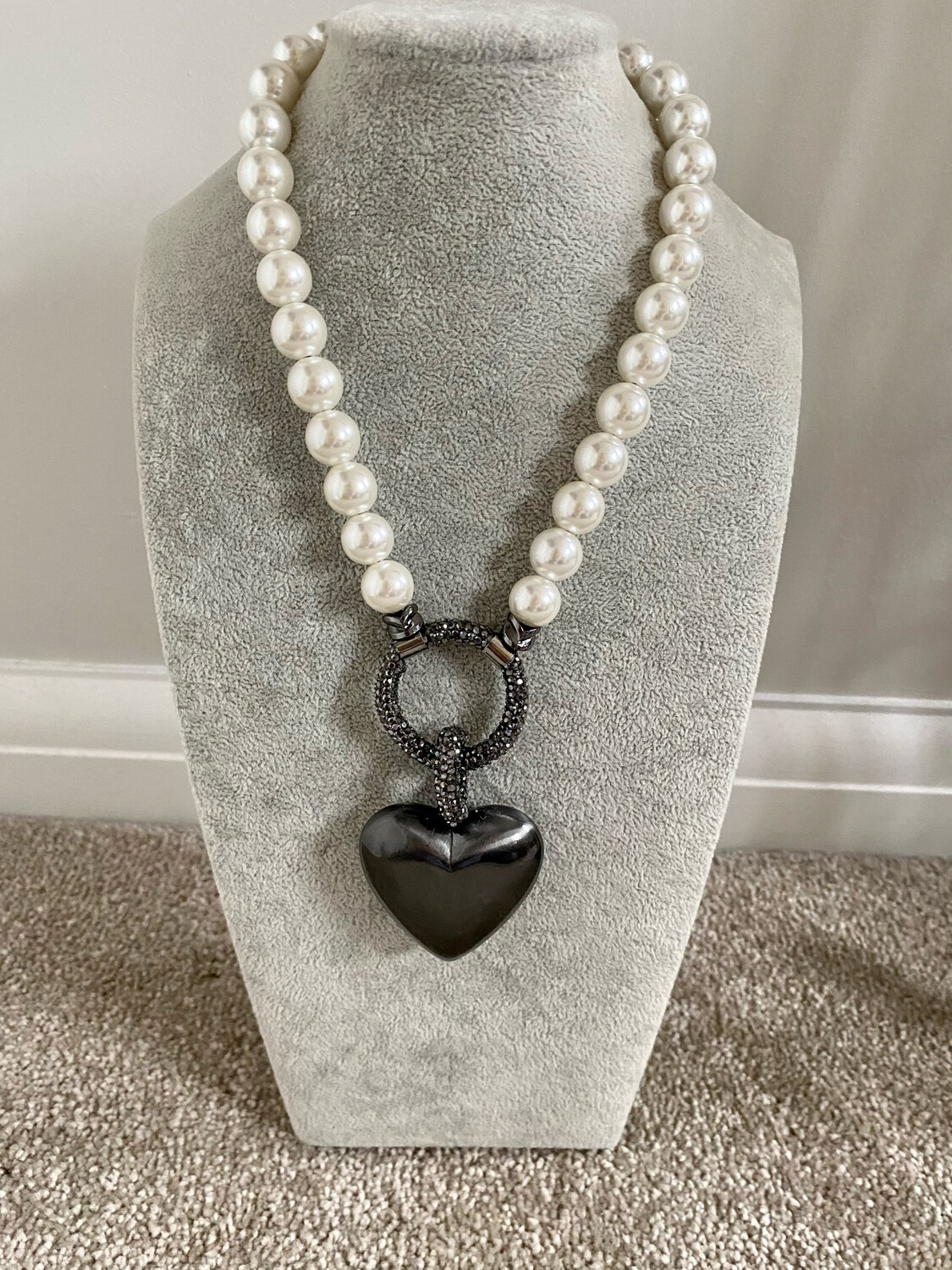 BEAUTIFUL PEARL HEART NECKLACE