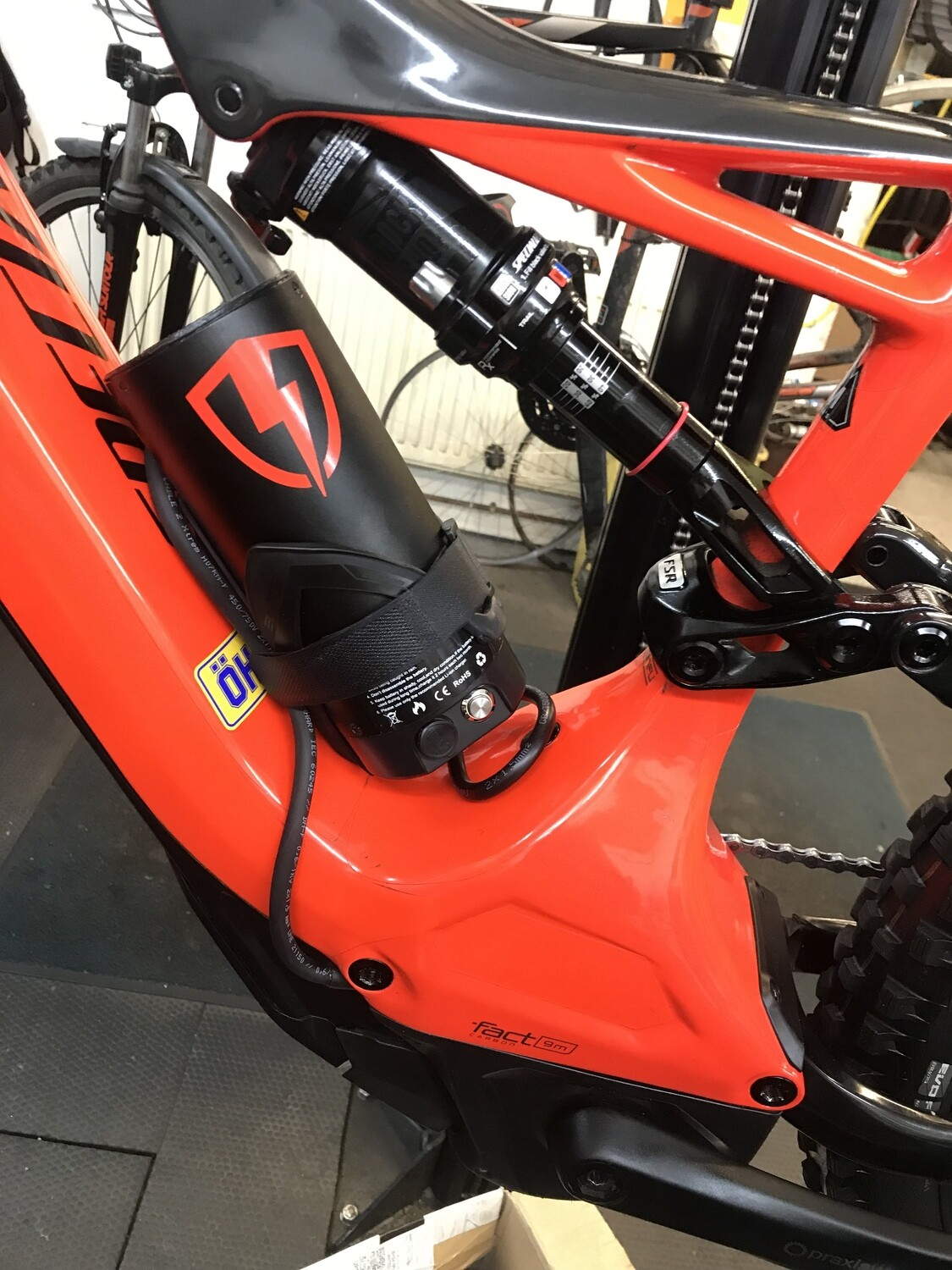 Carbon Levo 252wh Booster System