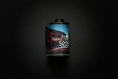 Кинопленка Kodak Vision2 250D 5205 (135/36) цветная негативная