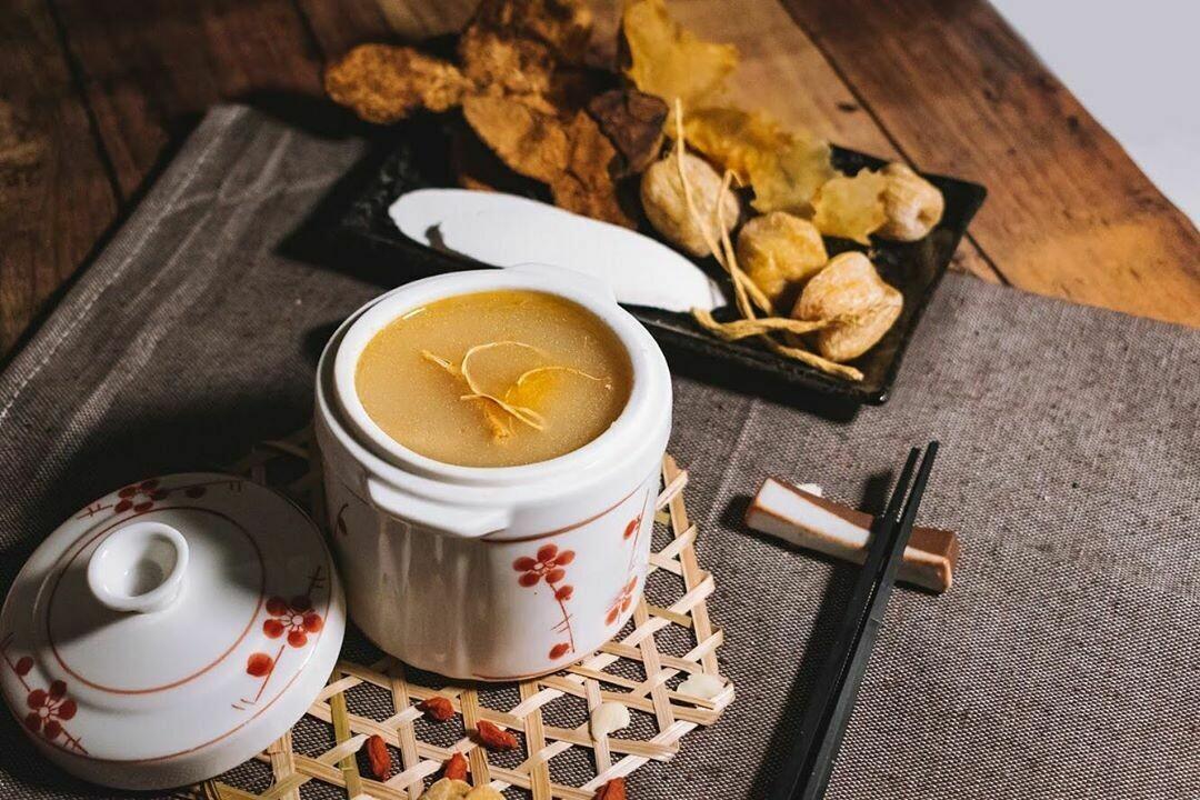 花旗蔘花膠螺頭燉雞 (American Ginseng, Conch, Fish Maw & Chicken Soup)