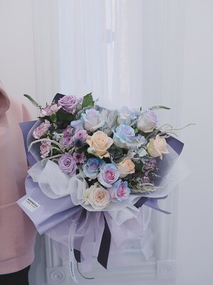 Large W Signature Bouquet