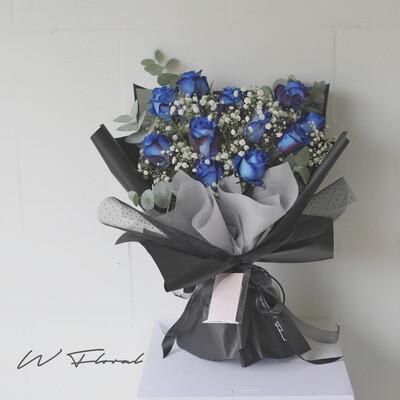 11 Blue Rose Bouquet