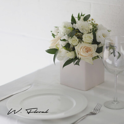 Classic Dinner Table Flowers Centrepiece