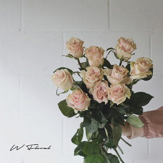 Bunch of Light Pink Roses - Pink Mondial