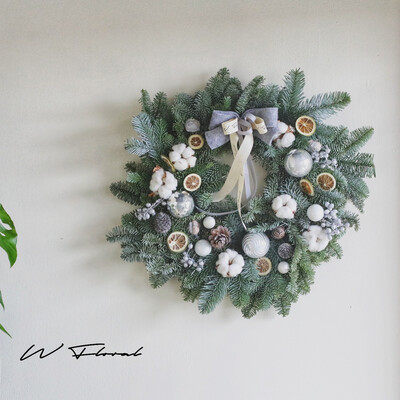 The Nordic Gold Haze Wreath - Winter Silver