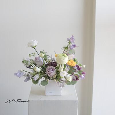 Flowy Dinner Table Flowers Centrepiece