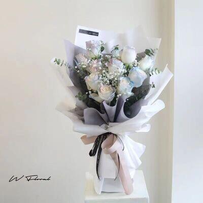 11 Aurora Rose Bouquet