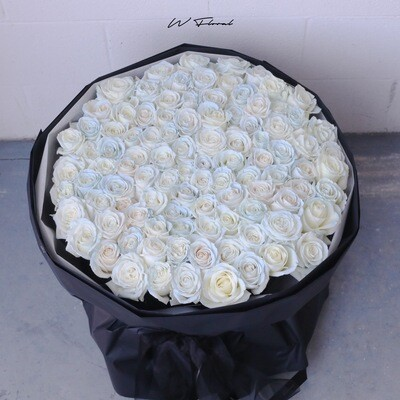 Cloudy Rose Russian Round Bouquet